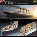 THE WHITE STAR LINER TITANIC - Academy - 1/400