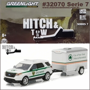 2015 Ford Explorer NYC Parks and Small Trailer - Greenlight Hitch and Tow - 1/64
