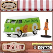 Volkswagen Panel Van with Woman Wearing Dress - Greenlight - 1/64
