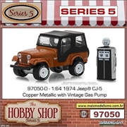 1974 - Jeep CJ-5 with Vintage Gas Pump - Greenlight - 1/64