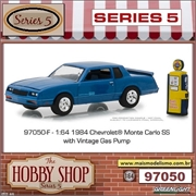 1984 - Chevrolet Monte Carlo SS with Vintage Gas Pump - Greenlight - 1/64
